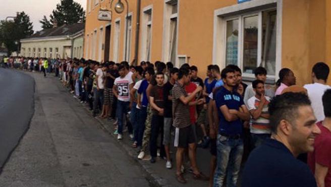 Avusturya'da Müslümanlar yüzlerce mülteciye iftar veriyor