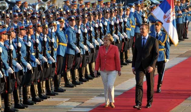 Merkel, Yunanistan krizi tedbirleri için Balkanlar'da
