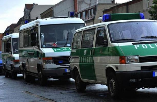 Almanya Başbakanlığına molotoflu saldırı