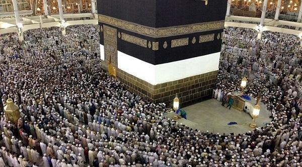 Mescid-i Haram'da 2 milyon müslüman teravih kıldı