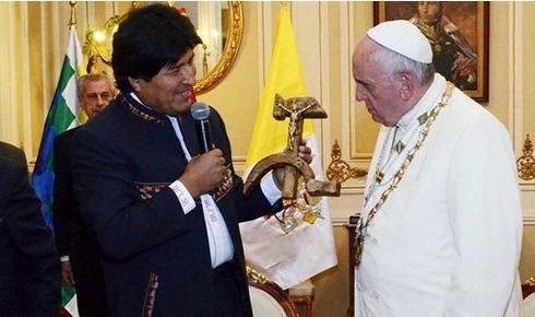 Morales'ten Papa'ya 'provokatif' hediye