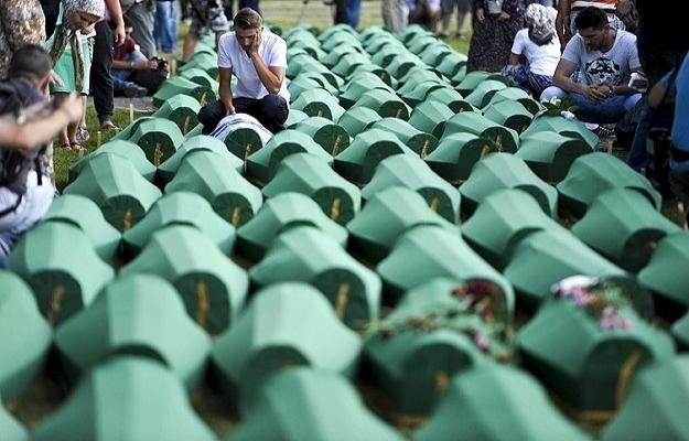 Srebrenitsa'da cenazeler Potoçari Mezarlığı'nda
