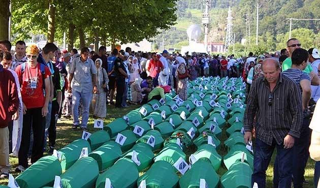Srebrenitsa kurbanları defnediliyor