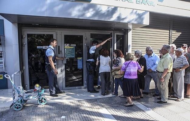 Yunanistan'daki bankalar anlaşmaya rağmen kapalı