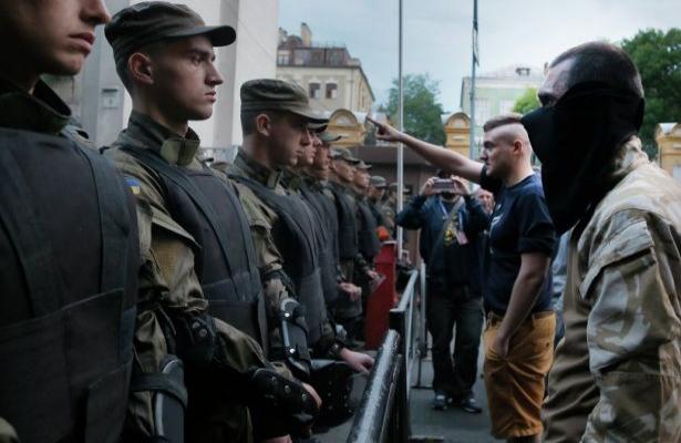 Ukrayna'da Sağ Sektör çatışması devam ediyor