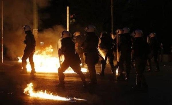Yunanistan'da anlaşma karşıtları sokaklarda