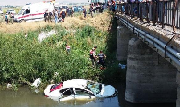Aynı ailden 6 kişi trafik kazasında hayatını kaybetti