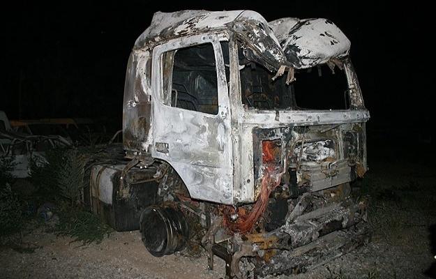 Iğdır'da PKK'lılar yol kesip tır yaktı