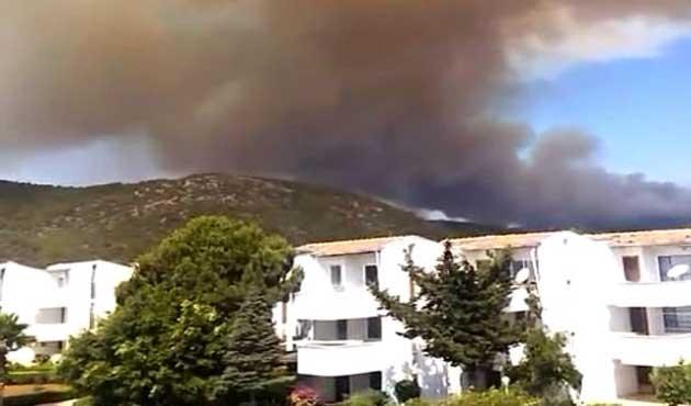 Mersin'de orman yangını, bir mahalle boşaltıldı