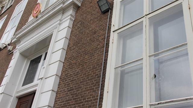 Hollanda'da Türkiye Büyükelçiliğine saldırı
