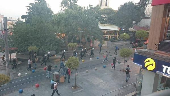 Kadıköy'de Suruç protestosuna polis müdahalesi