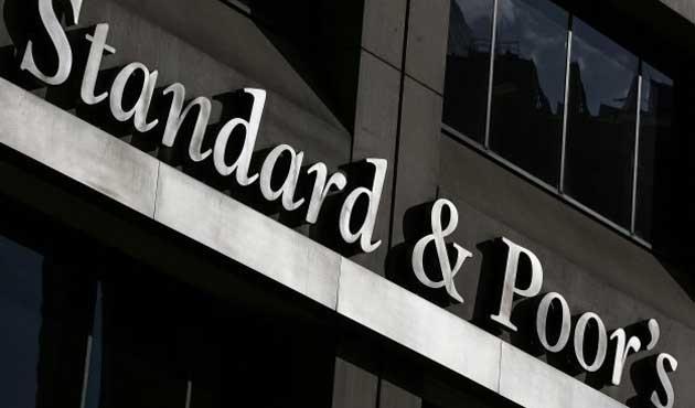 S&P Yunanistan'ın notunu yükseltti
