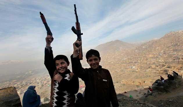 Afganistan'da oyuncak silahlara yasak geldi