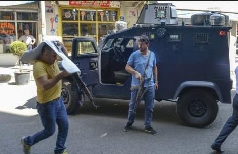 Diyarbakır'da çatışma devam ediyor