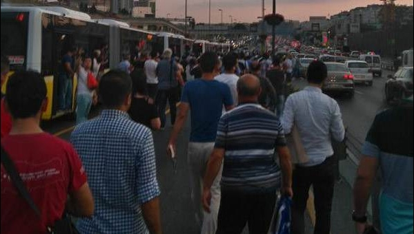 Metrobüs hattında bomba ihbarı