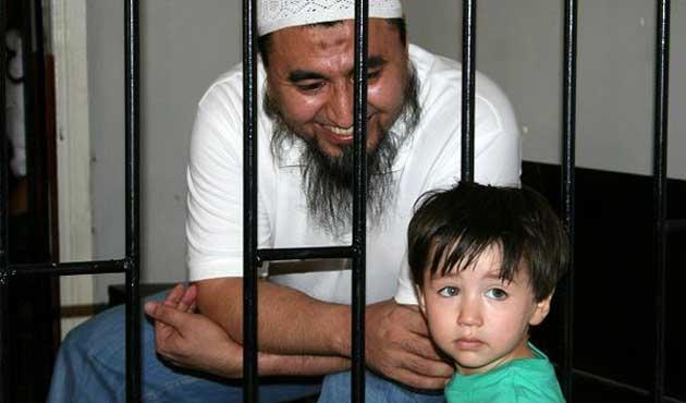 Kırgızistan'da tutuklu Özbek imamın davası başladı