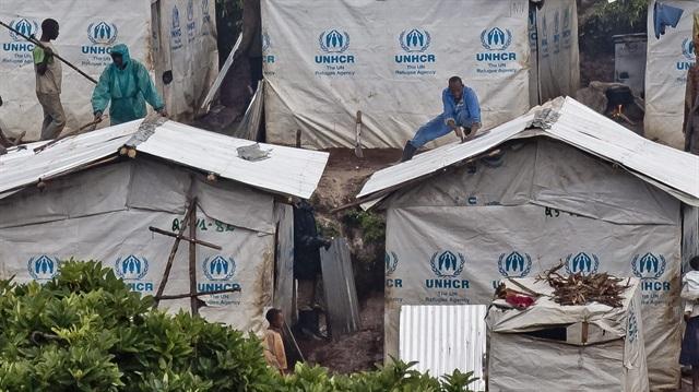Neonaziler mültecileri tehdit ediyor