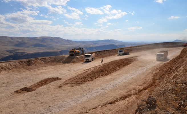 Kars'ta baraj şantiyesinde 4 araca sabotaj