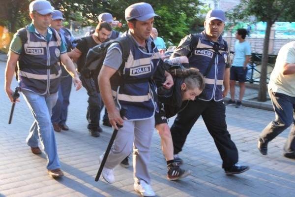 Anarşi İnisiyatifi grubuna polis müdahalesi