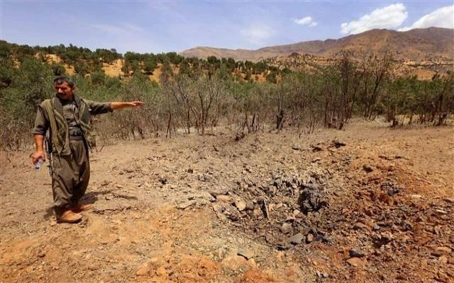 AFP Kandil'de vurulan yerleri görüntüledi