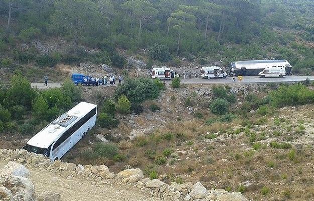 Mersin'de 2 yolcu otobüsü devrildi
