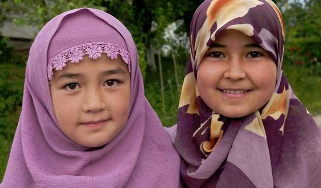 Kırgız Diyaneti başörtüsünün rengine de karıştı