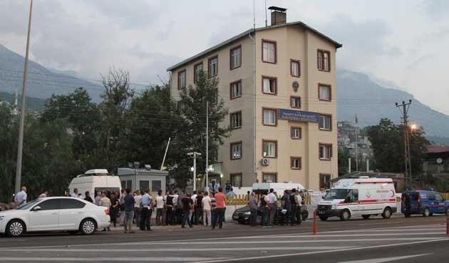 Adana Valisi: İki polis şehid edildi