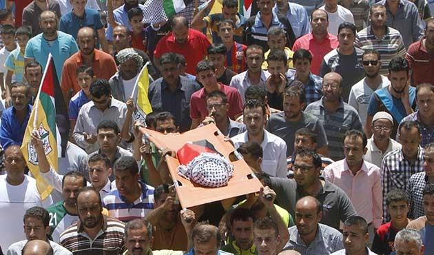 Yerleşimcilerin yaktığı Filistinli bebek defnedildi