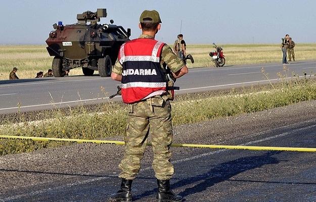 İzmir'de jandarma aracına silahlı saldırı