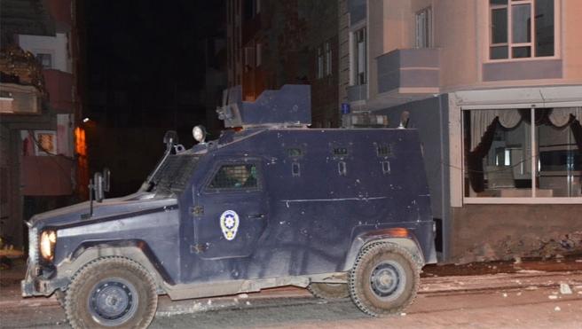Diyarbakır'da polise eş zamanlı saldırı
