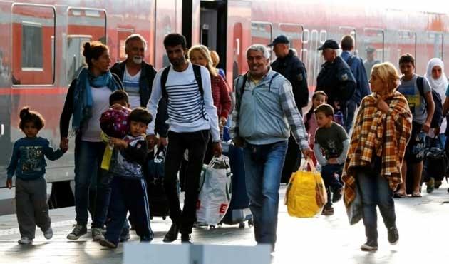 Alman kiliseler Müslüman göçmenleri Hristiyanlaştırıyor
