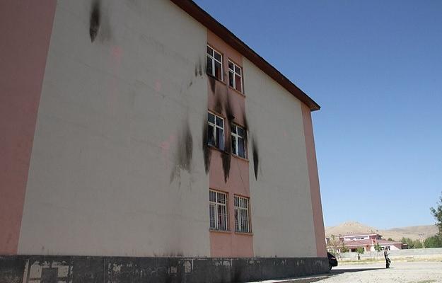 Van'da adam kaçırma ve okula saldırı