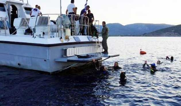 Ege'de göçmen botlarına silahlı saldırılar