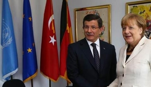 Merkel'den Davutoğlu'na tebrik telefonu
