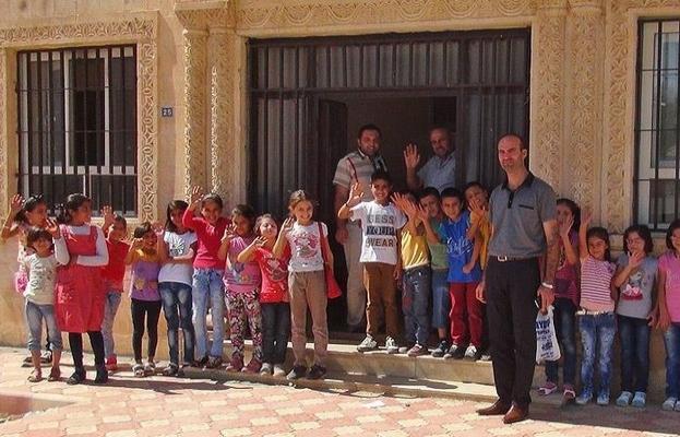 Suriyeli öğrenciler evlerinden uzakta ders başı yaptı
