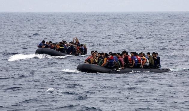 Polonyalı bakan: Mültecileri silahlandırıp geri gönderelim