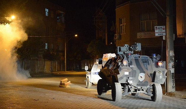 Mardin'de polis aracına saldırı: 4 yaralı