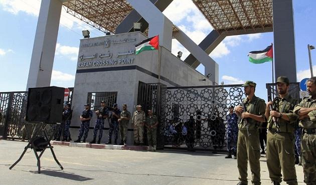 Refah'tan Gazze'ye 28 TIR çimento girişi