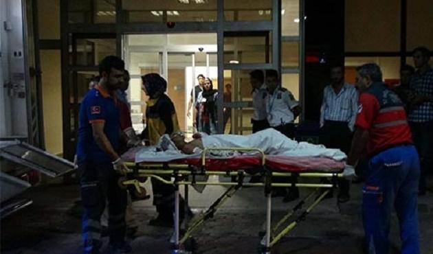 Suriye sınırından bir asker ağır yaralandı
