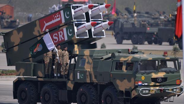 Pakistan ordusunda nöbet değişimi ve ordu-siyaset ilişkileri