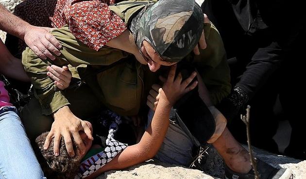 Filistinli çocuklara İsrail zulmü sürüyor