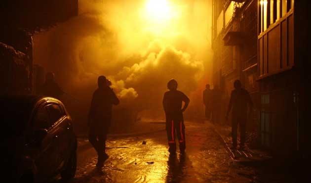 Fatih'te üç otomobil kundaklandı