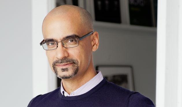 Dominik, göçmenleri savunan yazarın ödülünü geri aldı