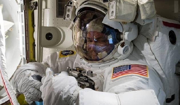 En uzun uzay yürüyüşü denemesi canlı yayında