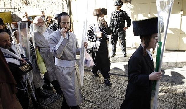Yahudi yerleşimciler zorla Mescid-i Aksa'ya girdi