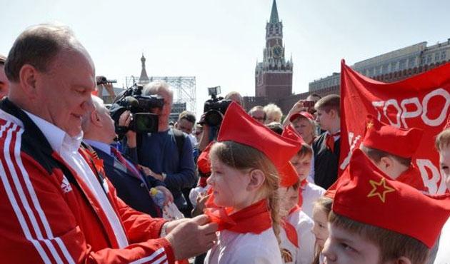 Putin, SSCB'nin çocuk örgütünü yeniden kuruyor