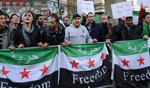 Viyana'da 'Esad' karşıtı protesto