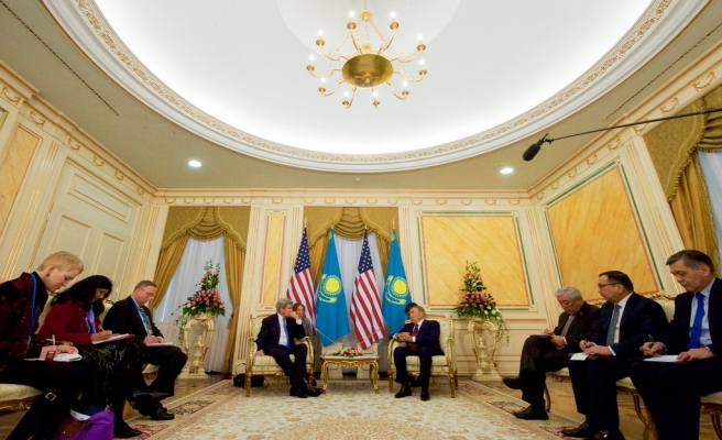 Orta Asya turuna çıkan Kerry, Kazakistan'da