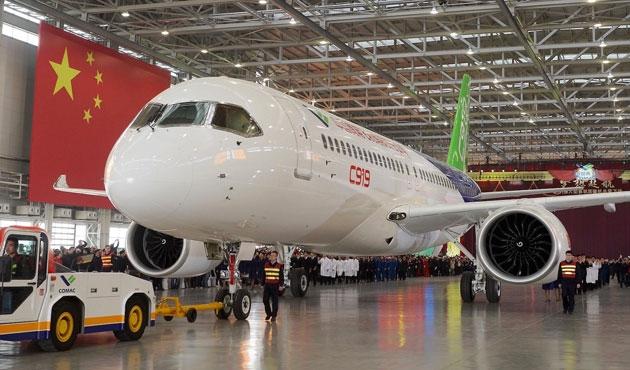 Çin yerli yolcu uçağını üretti