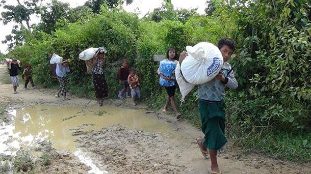 Myanmar'da hükümet bir köyü bombaladı